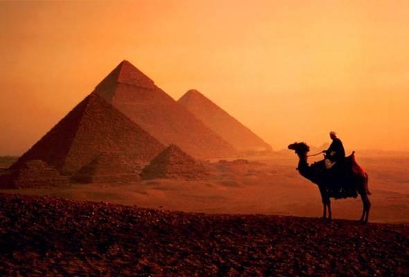 Discover the Giza pyramid complex from El Sokhna Port